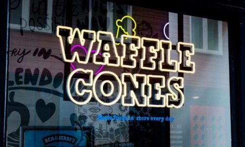 Ben & Jerry's - Neon letters - raamsigning 2